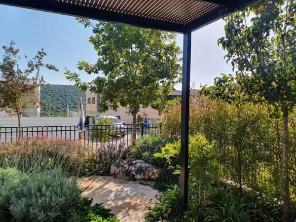 עיצוב גינות: מספר דרכים ליצירת צל בגינה